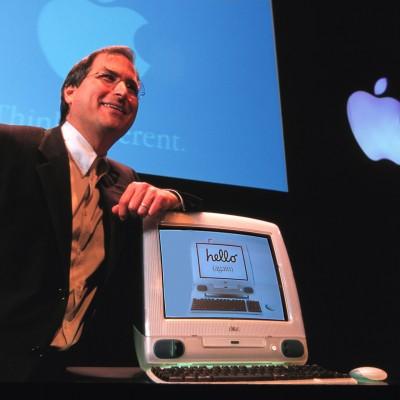 Стів Джобс та один з перших iMac