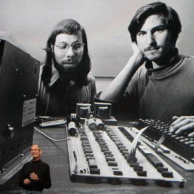 Засновники Apple. Стів Джобс та Стів Возник.