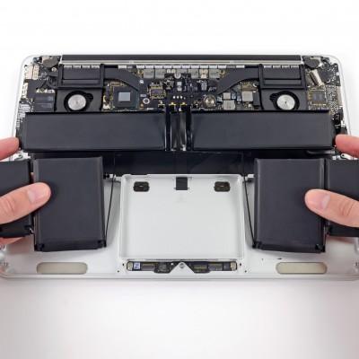 Заміна батареї на MacBook Pro Retina