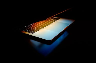 Макбук Про 13 вимикається