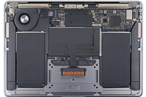 MacBook Air 2020 року гріється та шумить